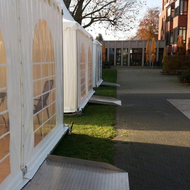 Die Rampen für die Besucher-Pavillons sind da! (6. November 2020)